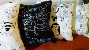 Kolekcia vankúšikov s kresleným príbehom