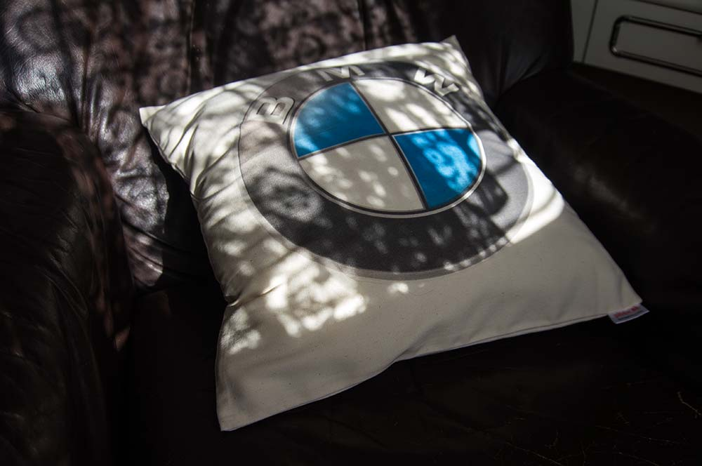 Dekoračný vankúš s logom BMW