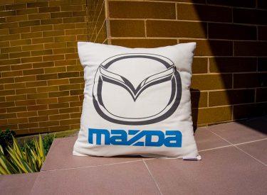 Vankúš Mazda z bielej bavlny