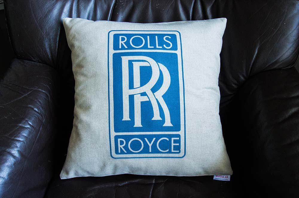 Biely dekoračný vankúšik s logom Rolls Royce