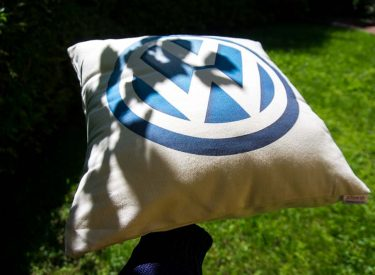 Vankúšik Volkswagen z bielej bavlny