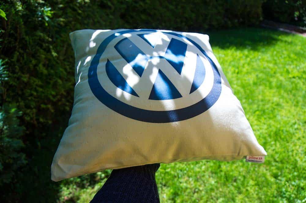 Bavlnený dekoračný vankúšik s logom Volkswagen