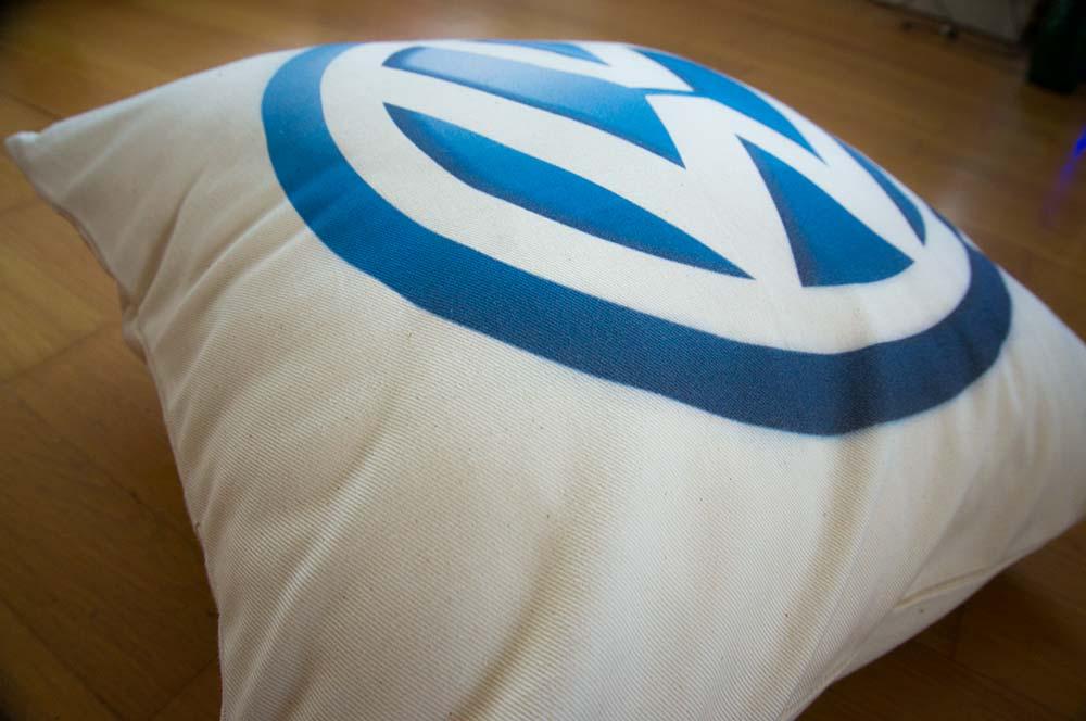 Bavlnený dekoračný vankúš s logom Volkswagen