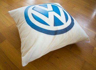 Dekoračný vankúš Volkswagen z kvalitnej bavlny