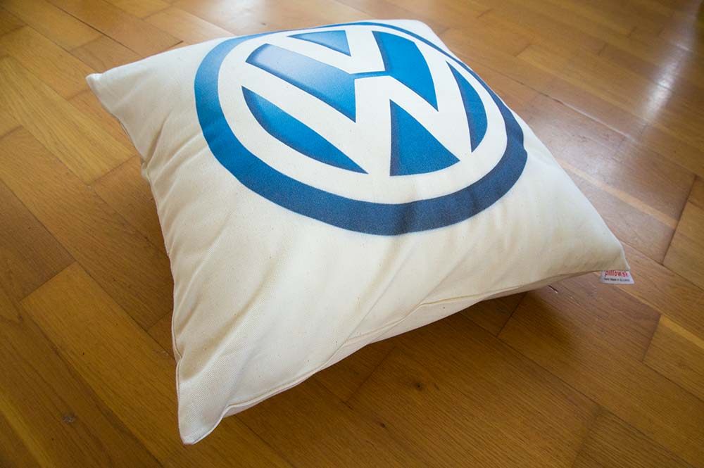 Bavlnený vankúš s logom automobilky Volkswagen