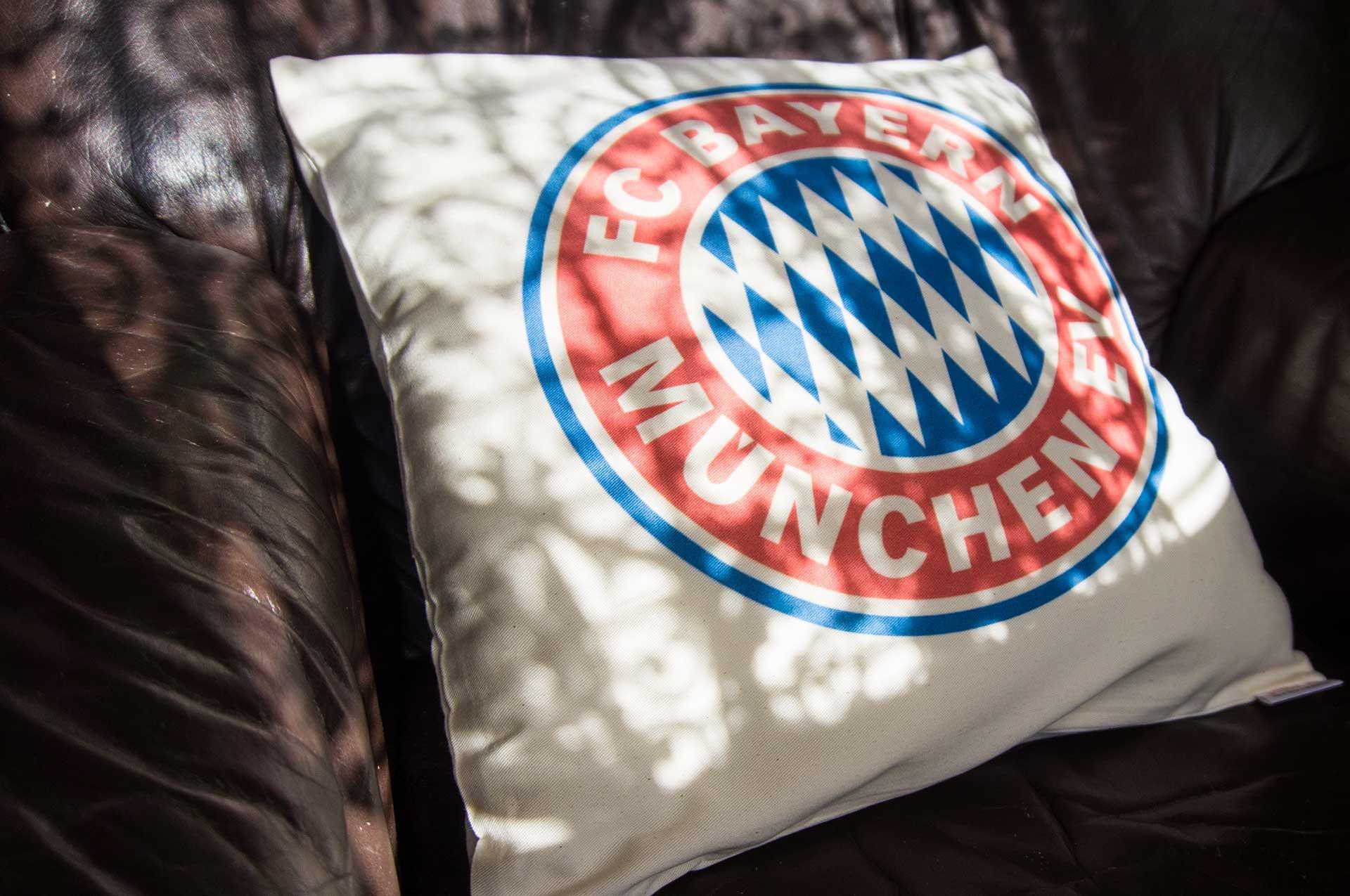 Vankúš s logom FC Bayern Mníchov z Bundesligy