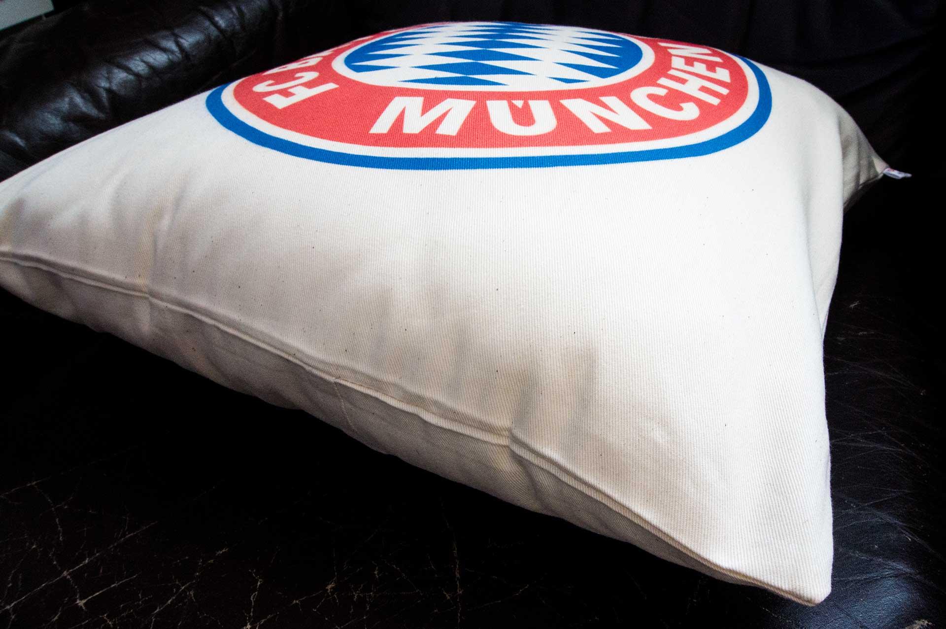 Vankúš s logom Bayern Mníchov