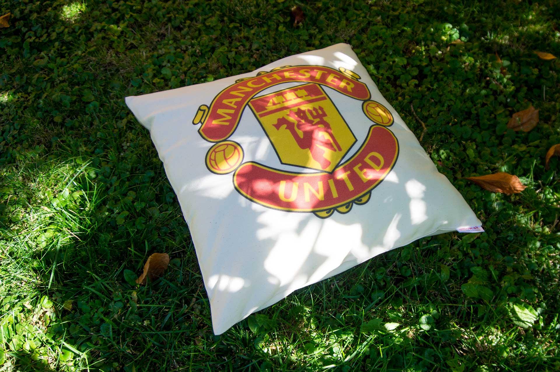 Vankúš s logom klubu Manchester United
