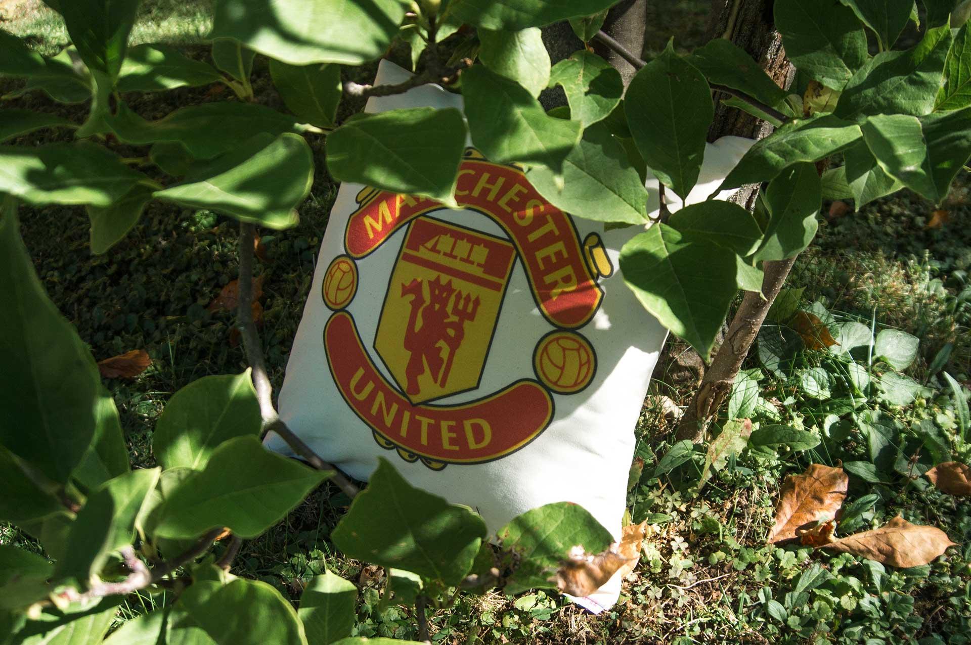 Vankúšik s logom futbalového klubu Manchester United