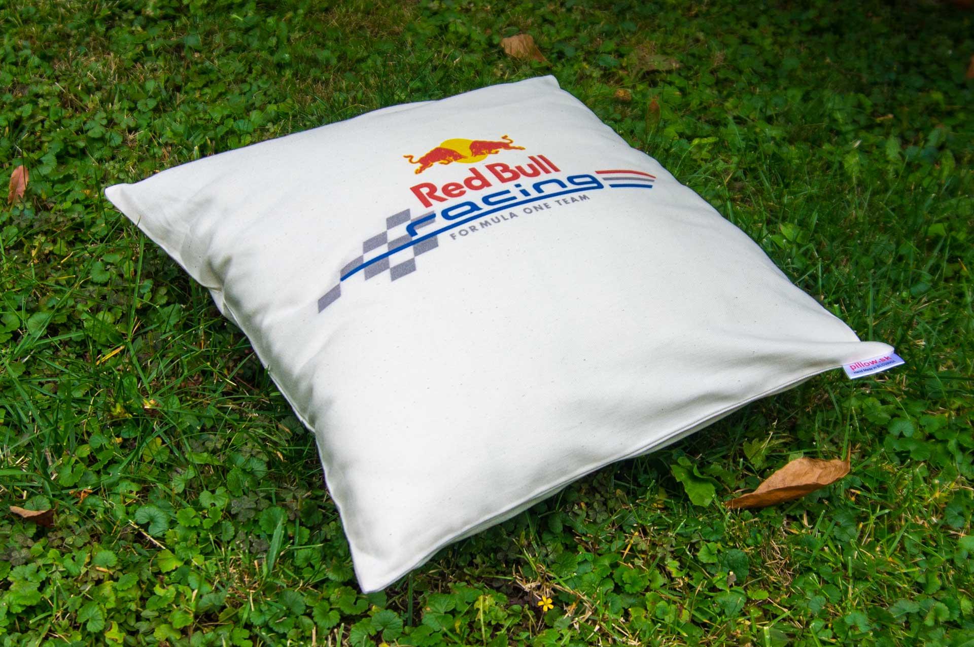Vankúš s logom Red Bull Racing