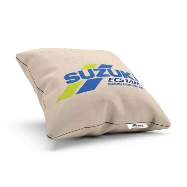 Vankúš s logom motocyklového teamu Suzuki MotoGP