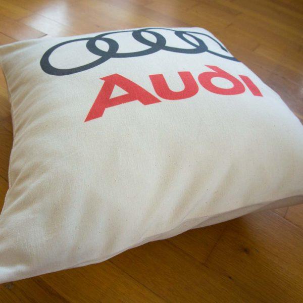 Vankúš s logom Nemeckého automobilu Audi