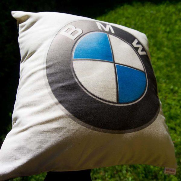 Vankúšik s logom automobilky BMW