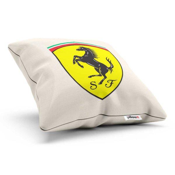 Vankúšik s logom automobilovej značky Ferrari