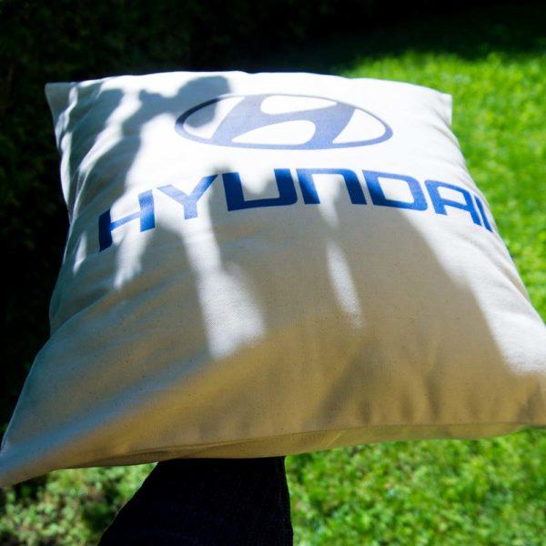 Vankúšik s logom automobilky Hyundai