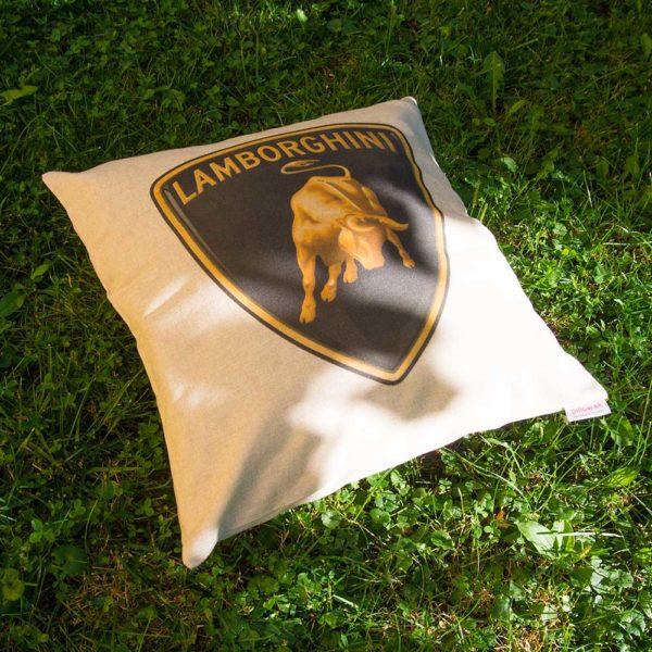 Vankúš s logom značky Lamborghini