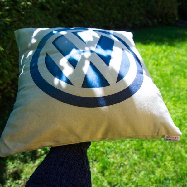 Vankúšik s logom automobilky Volkswagen