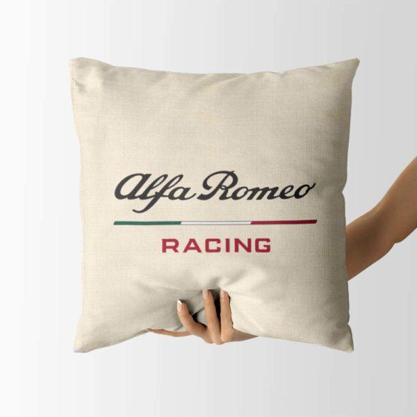 Vankúš s logom športového teamu Alfa Romeo Racing
