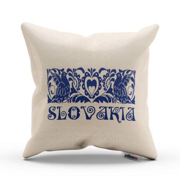 """Vankúš s pamätným nápisom """"SLOVAKIA"""" a ľudovým ornamentom"""