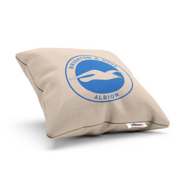 Vankúšik Brighton s logom futbalového klubu Premier League