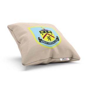 Vankúšik Burnley s logom futbalového klubu z Anglickej Ligy