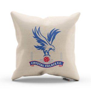 Vankúš Crystal Palace s logom futbalového klubu z Premier League