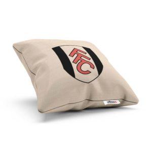 Bočný pohľad na vankúš s logom Fulham z Anglickej ligy