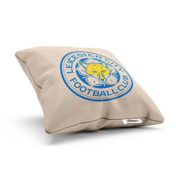 Dekoračný vankúš s emblémom FC Leicester city - bočný pohľad