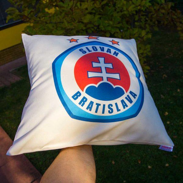 Dekoračný vankúš s logom ŠK Slovan Bratislava
