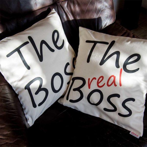 Darčekové biele vankúše s nápisom The real Boss