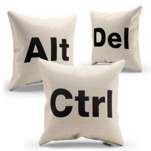 Súprava vankúšikov CTRL ALT DEL s čiernym nápisom ušitá z kvalitnej bavlny