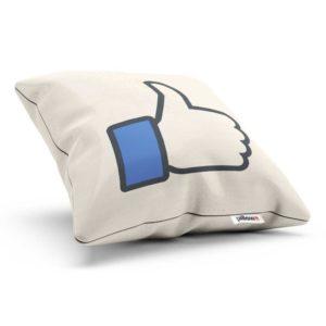 Nezameniteľné logo Facebook LIke na vankúšiku ktorý môže ozdobiť aj vašu obývačku