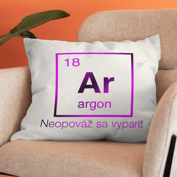 Vankúšik s chemickým prvkom Argón a veľavravným posolstvom