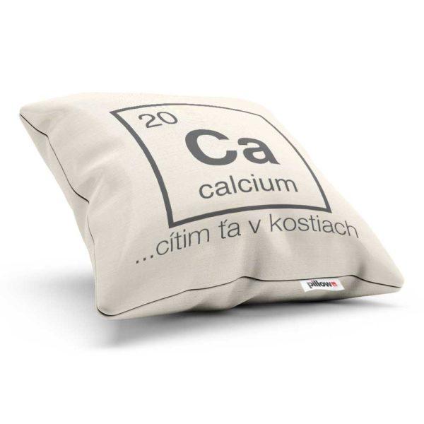 Vankúš chemického prvku Vápnik v bielej farbe s humorným nápisom