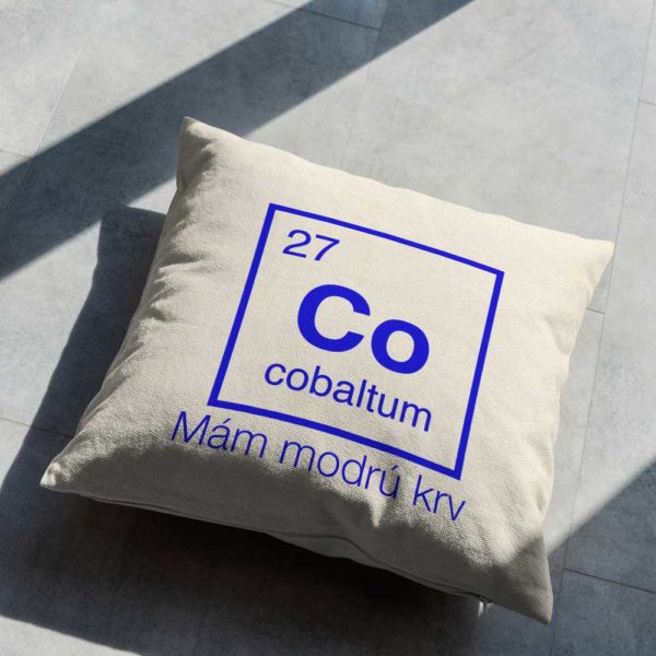 """Vankúšik s chemickým prvkom cobaltum a nápis """"Mám modrú krv"""""""