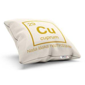 Vankúšik s chemickým prvkom cuprum a nadčasovým odkazom