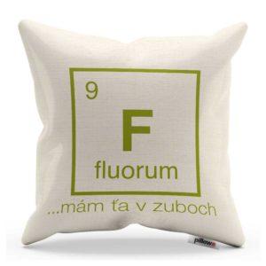 Vankúš chemického prvku fuór v bielej farbe s vtipným nápisom