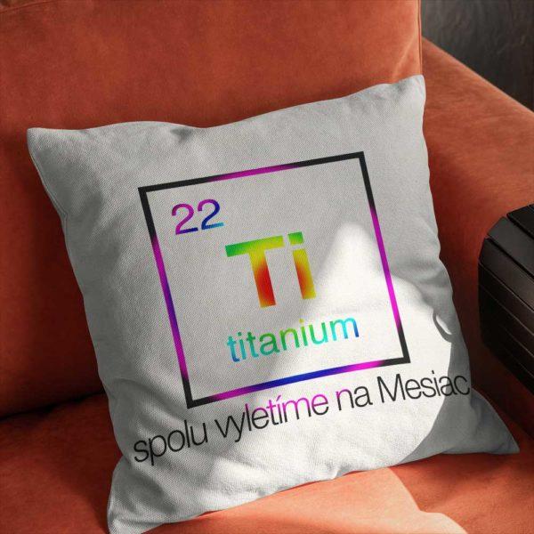 Vankúšik s chemickým prvkom Titán a krásnym odkazom