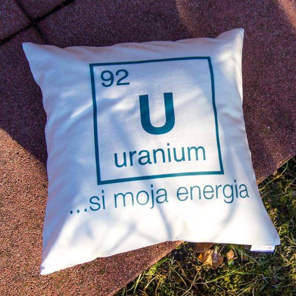 Vankúš s vtipným nápisom a chemickým prvkom Uranium