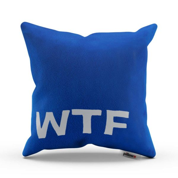 Modrý neprehliadnuteľný vankúš s textom WTF pre každého fanúšika internetu