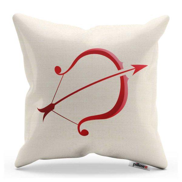 Strelec zo série znamení zverokruhu, v červenej farbe na bielom vankúši