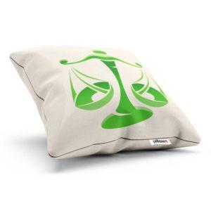 Biela a zelená dekoračnom vankúšiku znamenia váhy poteší každého nositeľa tohto znamenia